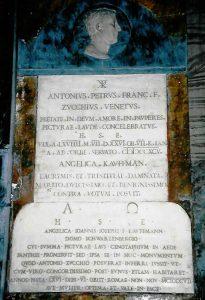 Abb. 11 Rom, S. Andrea della Fratte, Grabplatte von Angelika Kauffmann und Antonio Zucchi © Bettina Baumgärtel, Archiv