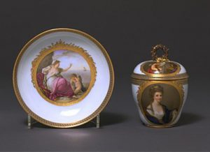 Abb. 88 Nach Stichvorlage nach Angelika Kauffmann: Die verlassene Ariadne; Bildnis Kauffmann nach Reynolds, Porzellantasse mit Untertasse, Meissen, London, The Board of Trustees, The Victoria and Albert Museum © The Board of Trustees, The Victoria and Albert Museum